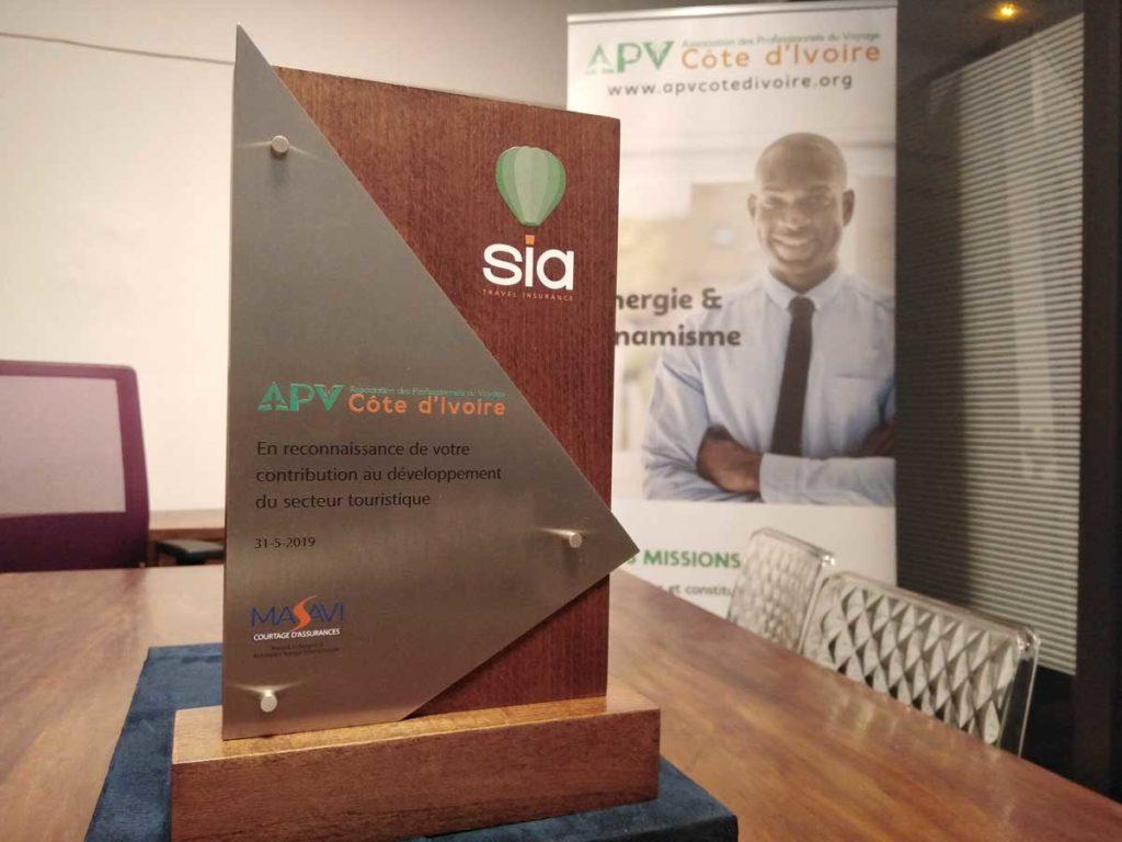 Le PDG de SWAN Group a profité de cette occasion pour offrir un présent à l'Association